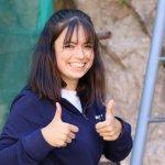 Chiara Repaská (18), účastníčka misie, so šťastným výrazom po zlezení z vysokého rebríka na hrade Lednica.