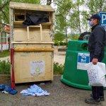Foto: Novovešťania žiadajú zlepšenie zberu starého šatstva. Autor: Ľudmila Slivová