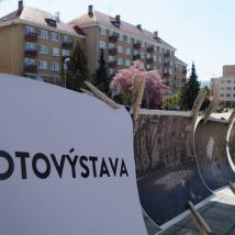 Fotovýstava na námestí v Novej Dubnici, autor: Dávid Prekop